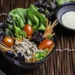 Fesleğenli Kekikli Salata Sosu ile Portakallı Ton Balığı Salatası Tarifi